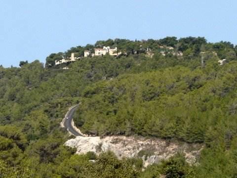 סוכלה בנייה בגן הלאומי בית אורן